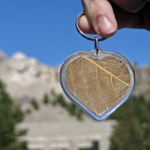 kratom heart keychain in front of Mount Rushmore